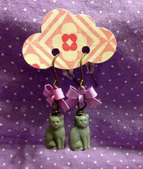 kitties and bows earrings- lavendar