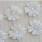 Maya Road - Trim Collection - Vintage Lace Trim - Large Daisy - White - 1 Yard, BRAND NEW