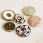Prima - Romantique Collection - Vintage Buttons