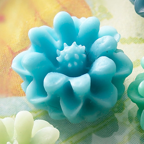 Websters Pages - Whimsies - Resin Embellishment Pieces - Mini Flower Petals - Sky Blue