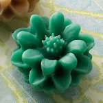Websters Pages - Whimsies - Resin Embellishment Pieces - Mini Flower Petals - Plant Green